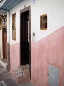 vaaleanpunaista medinassa
