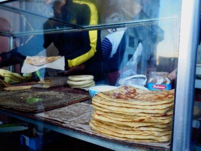 2 dirhamia (noin 20 senttiä) maksavia leipiä