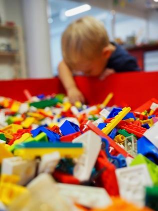 Legoja, eikä mun jalan alla!