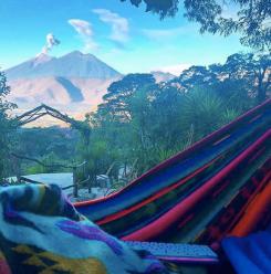 Kuvat täältä: https://www.instagram.com/earthlodgeguatemala/