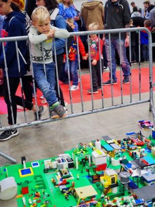 Lego-kaupunki rakentuu