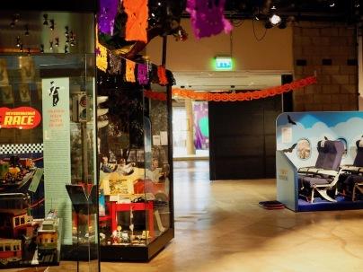 Lelumuseo osa Weegee-näyttelykompleksia
